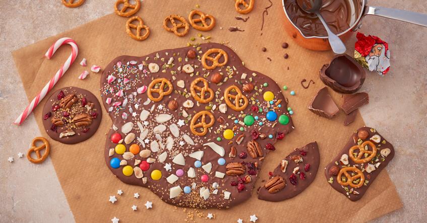 Chokoladebar med kringler, drys og meget mere på Toppits bagepapir