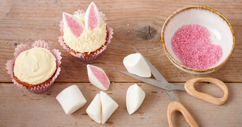 Påskemuffins med glasur, kokos og marshmallow i Toppits muffinsforme
