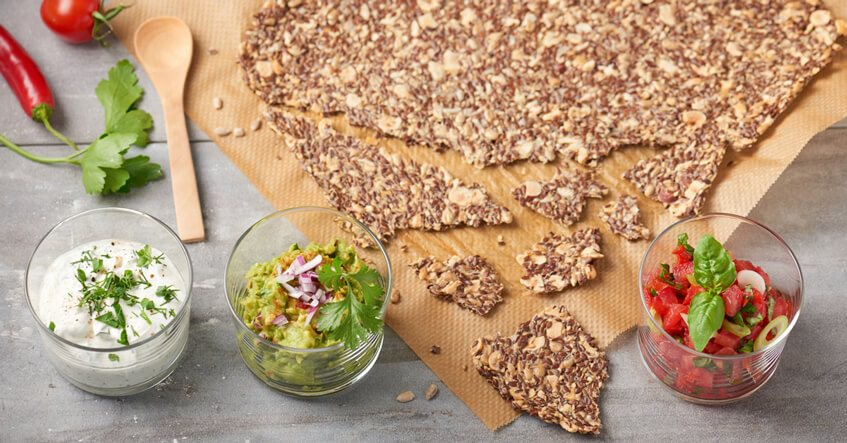 Dejligt sprødt knækbrød med rene ingredienser sammen med Toppits® bagepapir
