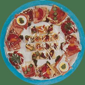 Fødevarer dækket med plastfolie
