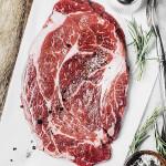 Frisk kød med tilbehør