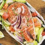 Frisk fisk med grøntsager