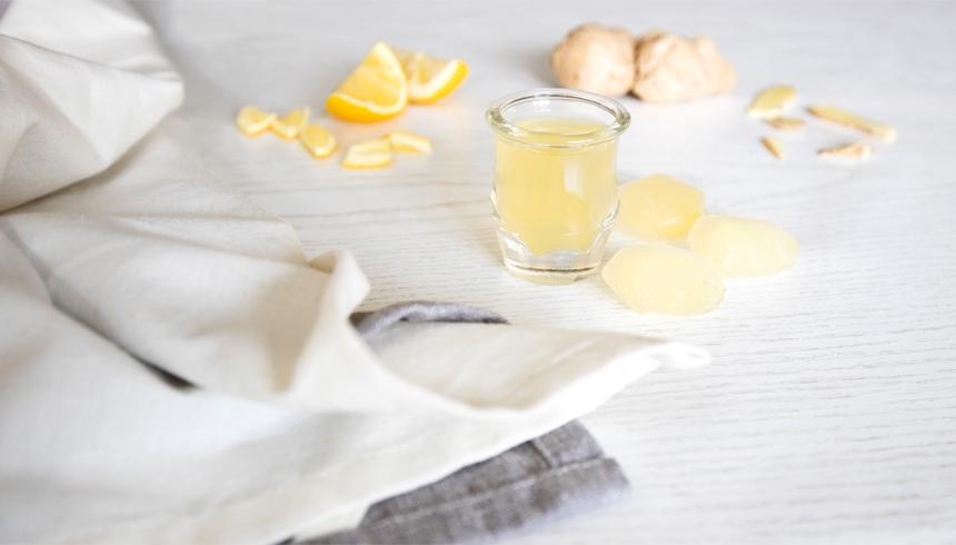 Frosne isterninger med ingefær og citron for at forhindre forkølelse